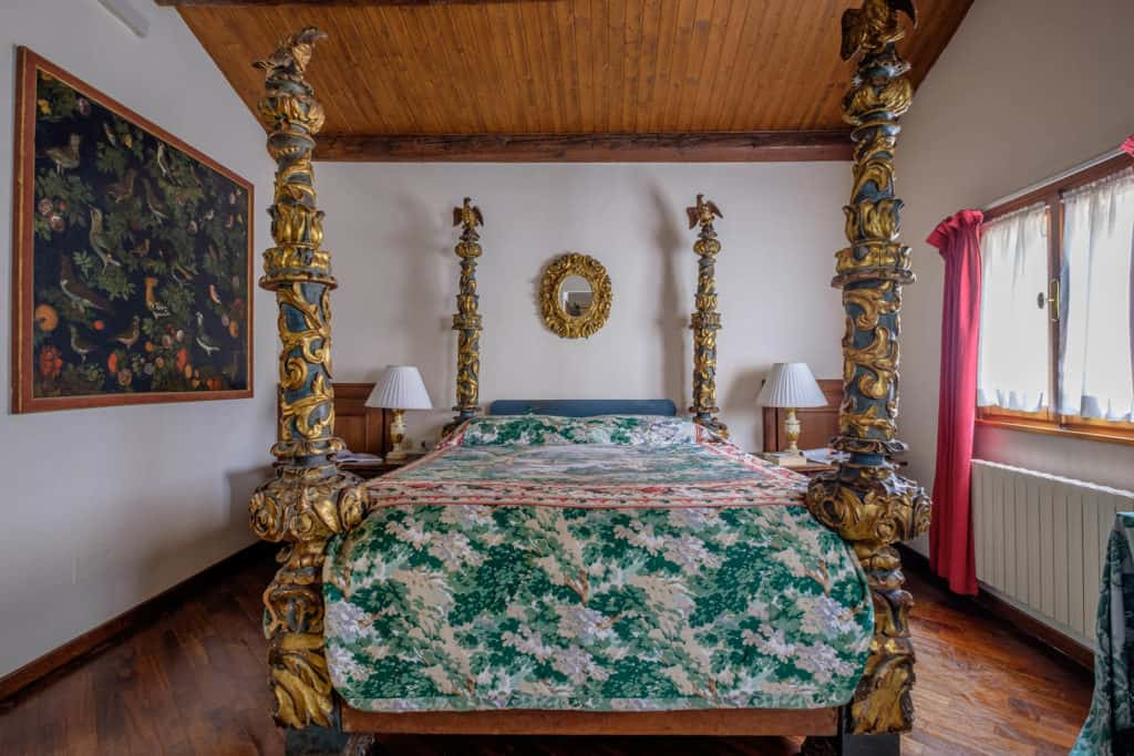 Luminous bedroom with antique Venetian double bed - Casa dell'Albero Apartment