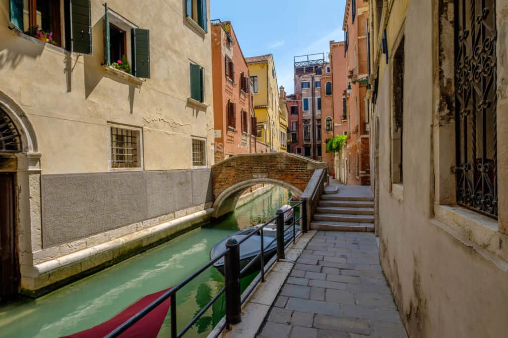 Street view with canal - Casa dell'Albero Apartment