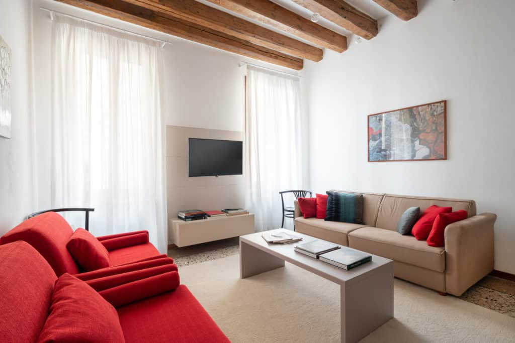 Left side of the living room with modern furnishing - Casa Graziosa Apartment