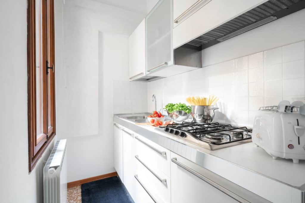 Small kitchen with modern furnishing - Casa Graziosa Apartment