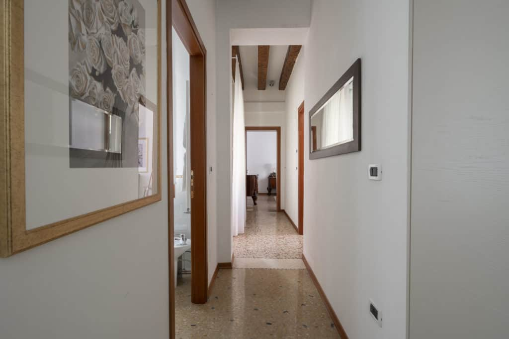 Long hallway - Casa Graziosa Apartment
