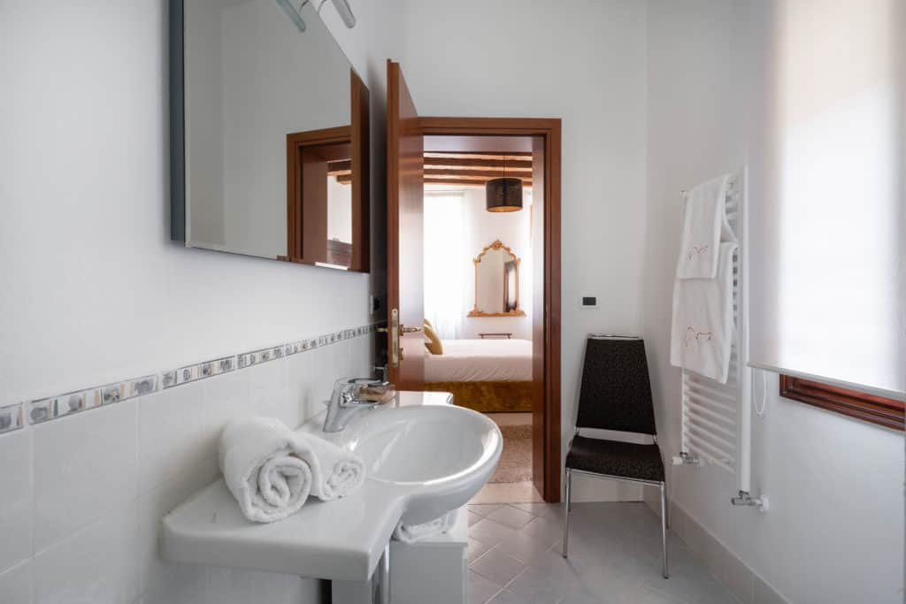 Entrance door of the large bathroom - Casa Graziosa Apartment