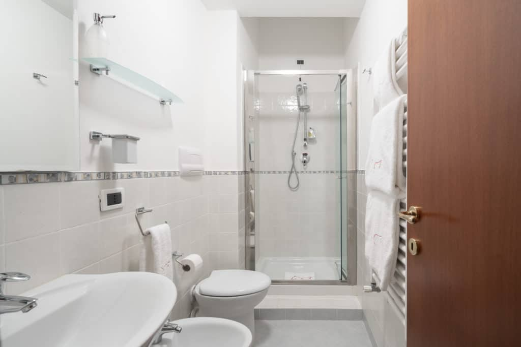 Small bathroom with shower - Casa Graziosa Apartment