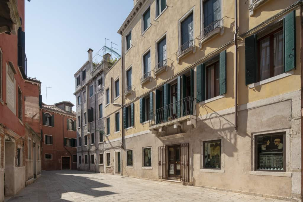 Left side of the apartment street view - Casa Graziosa Apartment