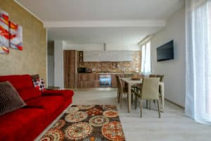 Left view of the large living area with kitchen and dining table - Casa Luminosa Apartment