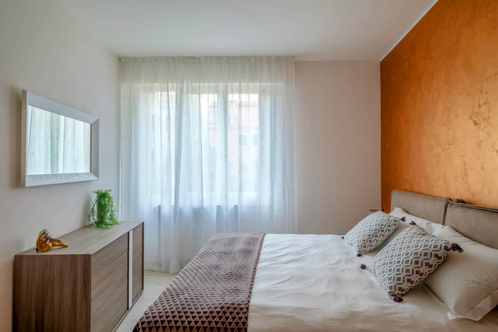 Left view of the master bedroom with modern furnishing - Casa Luminosa Apartment