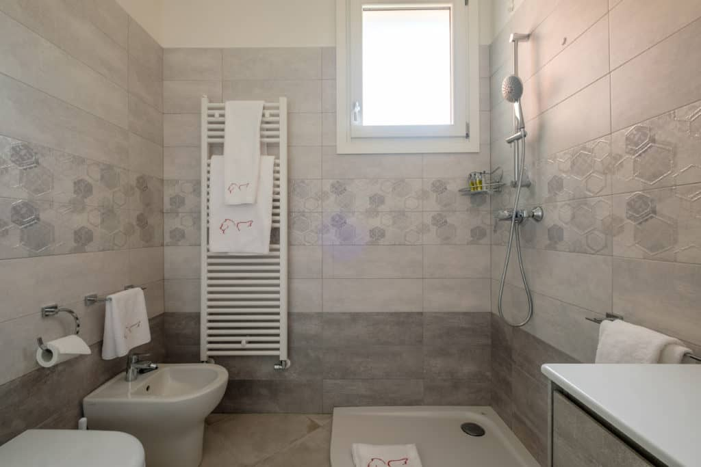 Left side of the large bathroom with shower - Casa Luminosa Apartment