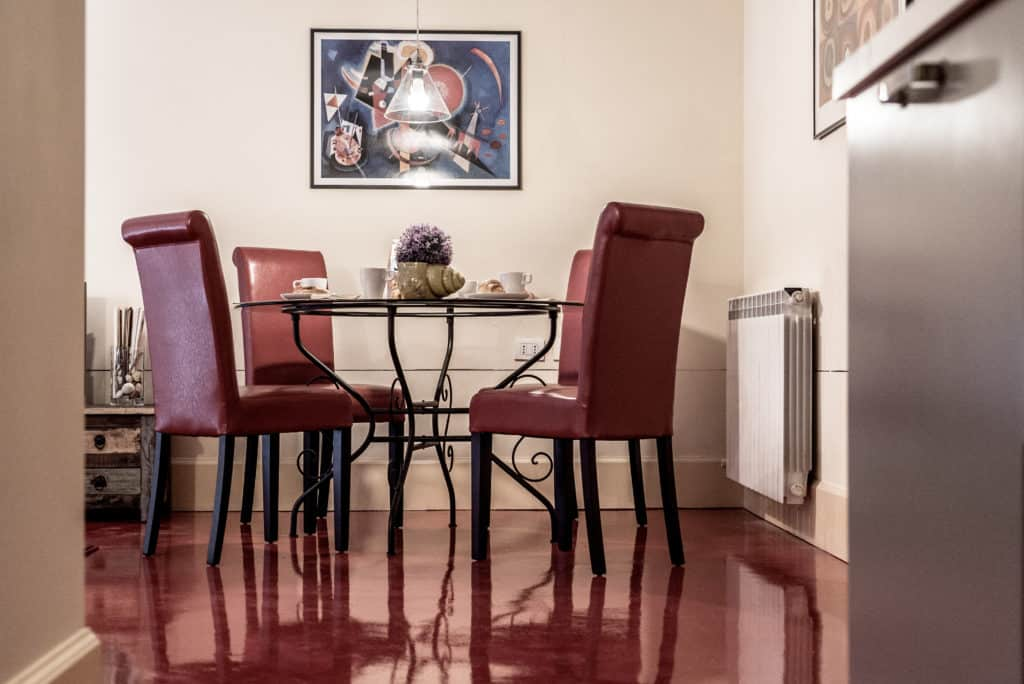Dining room with round dining table - Kandinskij House Apartment