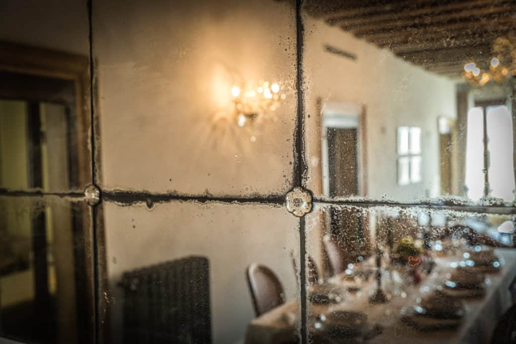 Detail of the vintage mirror - Palazzina Canal Apartment