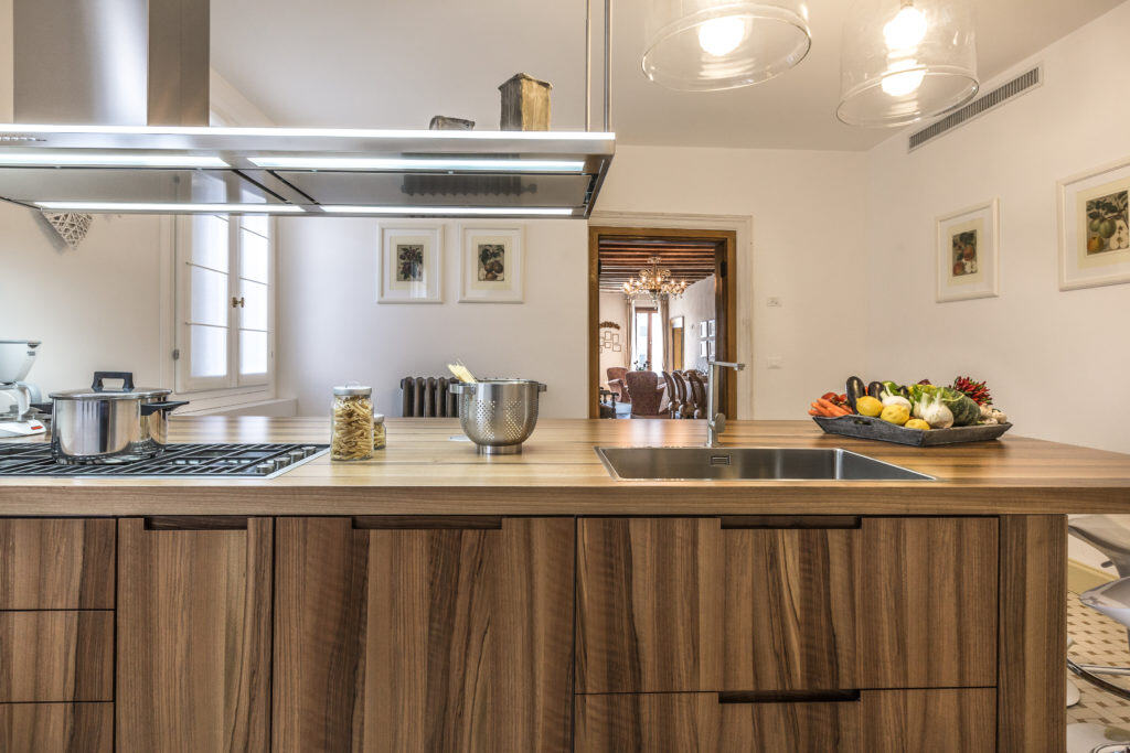 Large wooden kitchen with modern furnishing - Palazzina Canal Apartment