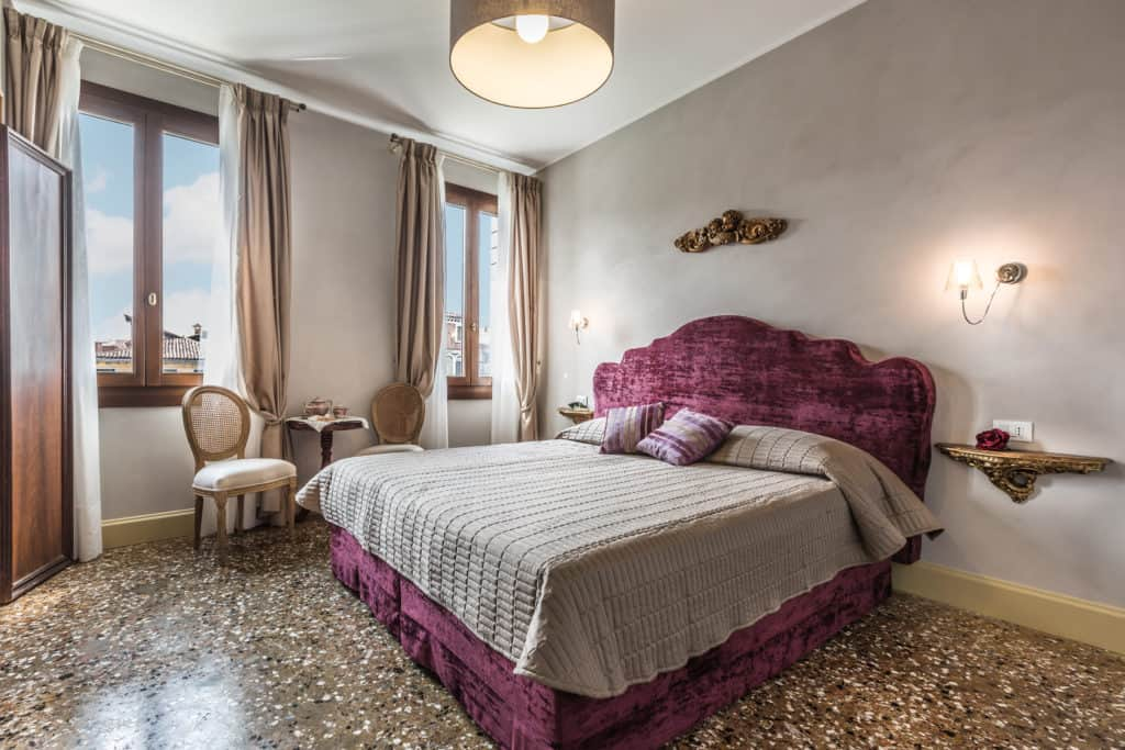 Luminous master bedroom with small coffee table - Palazzina Canal Apartment