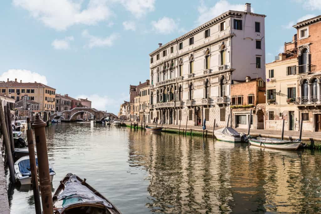 Street view with external facade and canal - Palazzina Canal Apartment