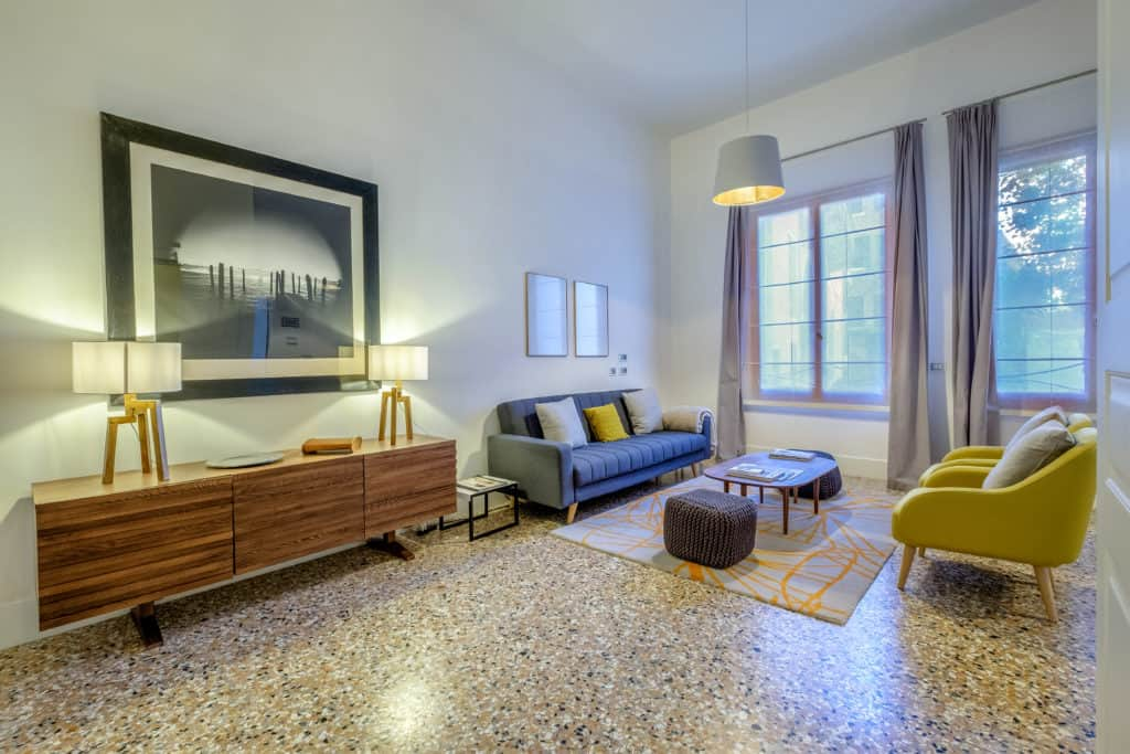 Modern furnishing of the living room - Palazzo Molin Guaranà Apartment
