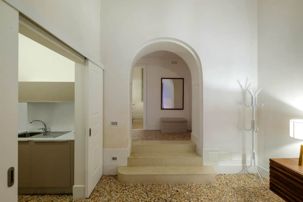 Main entrance of the kitchen and hallways - Palazzo Molin Guaranà Apartment
