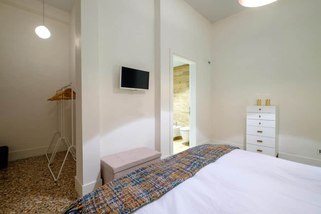 Entrance view of the small double bedroom - Palazzo Molin Guaranà Apartment