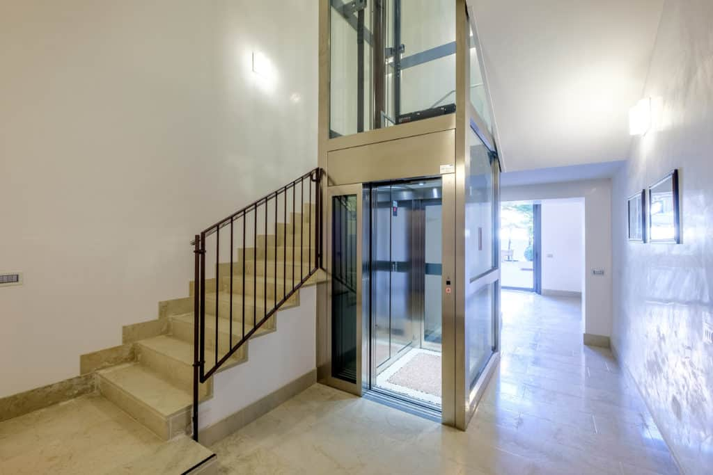 Palace staircase and lift - Palazzo Molin Guaranà Apartment