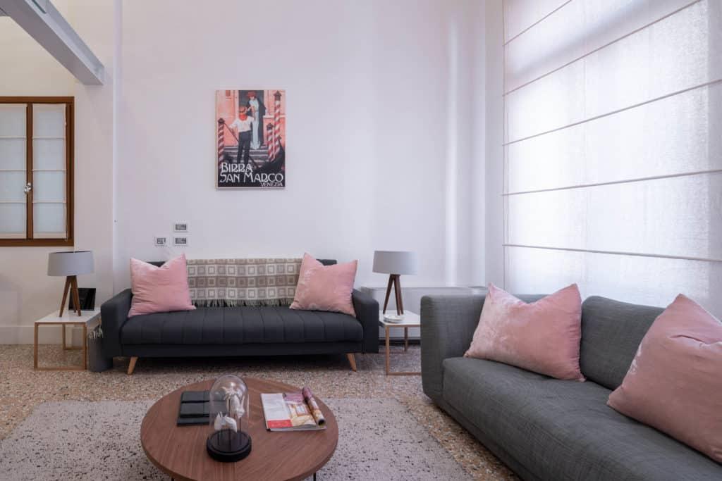 Modern sofas - Palazzo Molin Massari Apartment