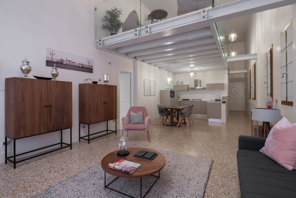 Left view of the large open living area with modern furnishing - Palazzo Molin Massari Apartment