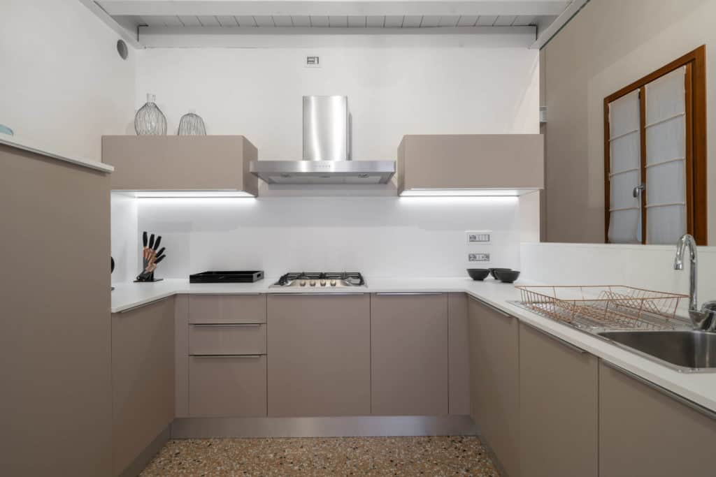 Large contemporary kitchen - Palazzo Molin Massari Apartment