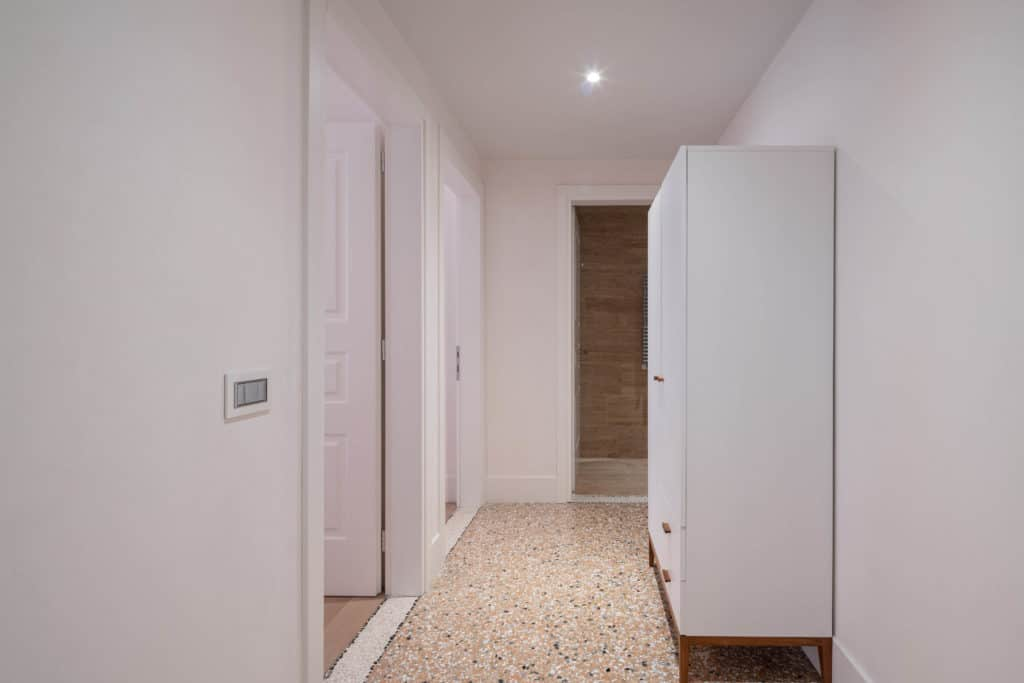 Hallway to the bedrooms - Palazzo Molin Massari Apartment