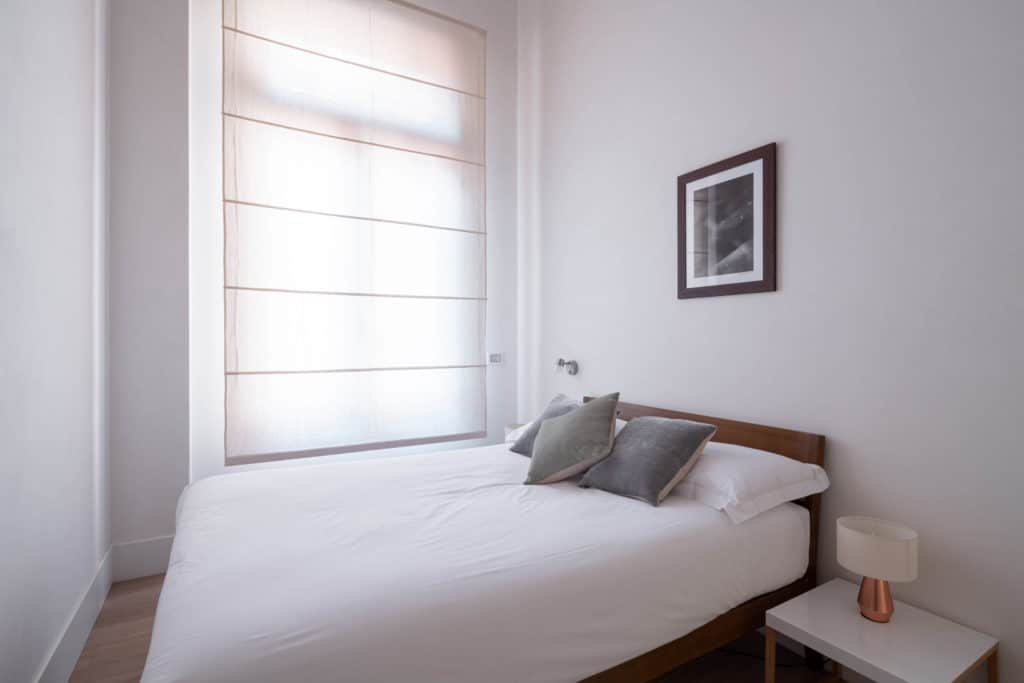 Luminous small master bedroom - Palazzo Molin Massari Apartment