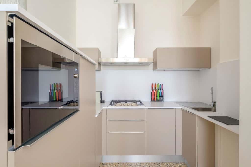 Small kitchen with modern furnishing - Palazzo Molin Tiziano Apartment