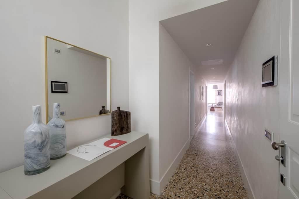 Entrance hallway - Palazzo Molin Tiziano Apartment