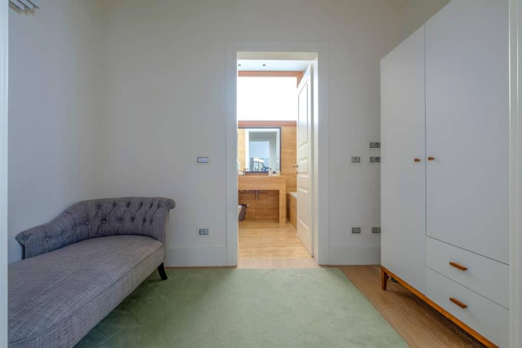 Small lounge room with wardrobe - Palazzo Molin Tiziano Apartment