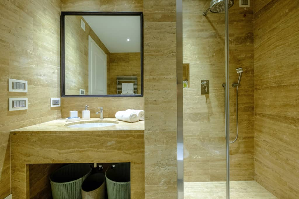 Large bathroom with shower - Palazzo Molin Tiziano Apartment
