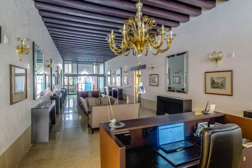 Right view of the palace reception - Palazzo Molin Massari Apartment