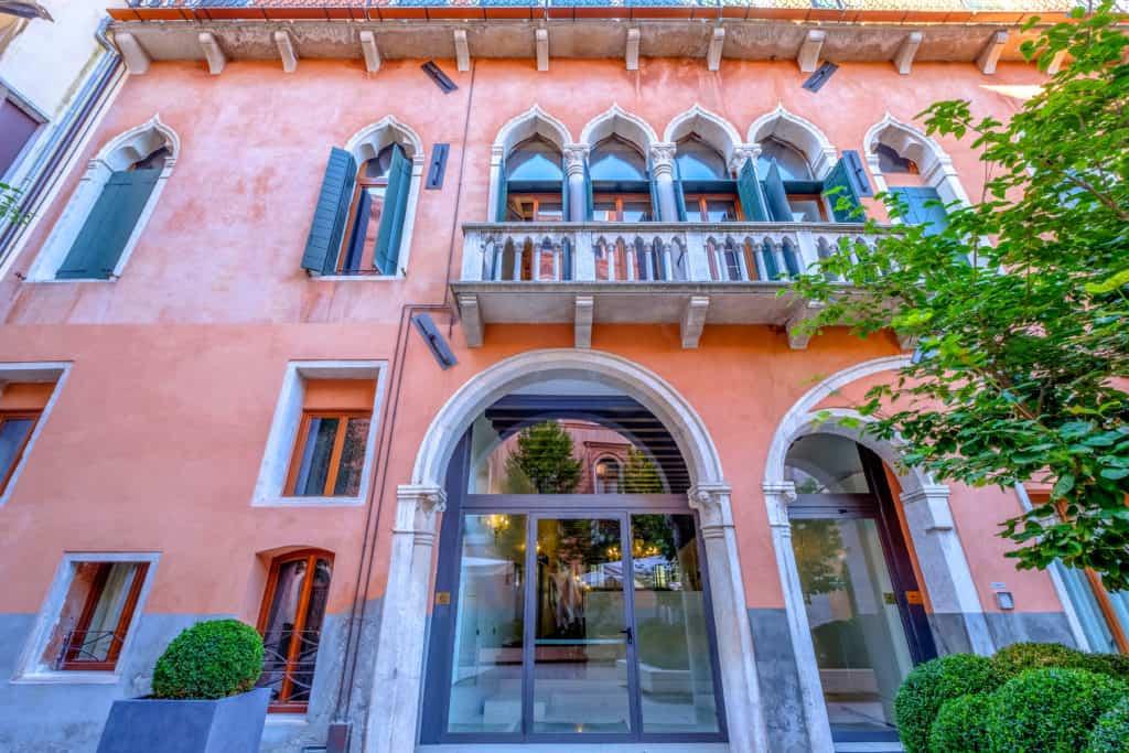 Palace facade - Palazzo Molin Massari Apartment