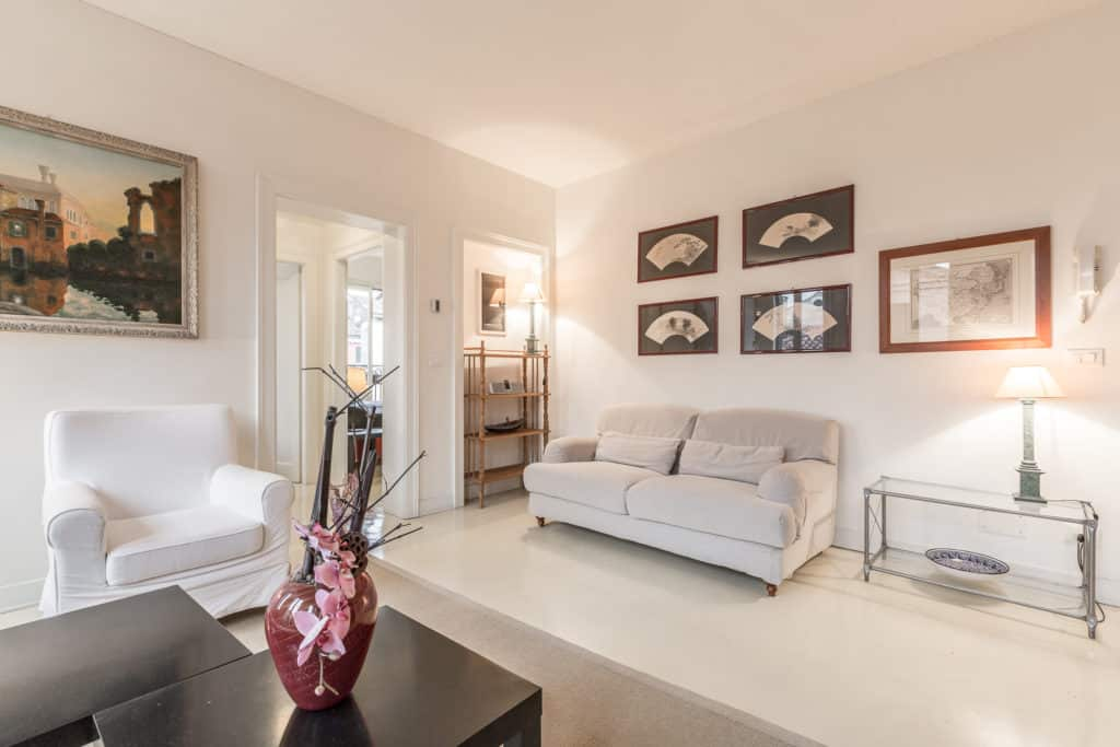 Left view of the luminous large living room with modern furnishing - Santa Marta Apartment