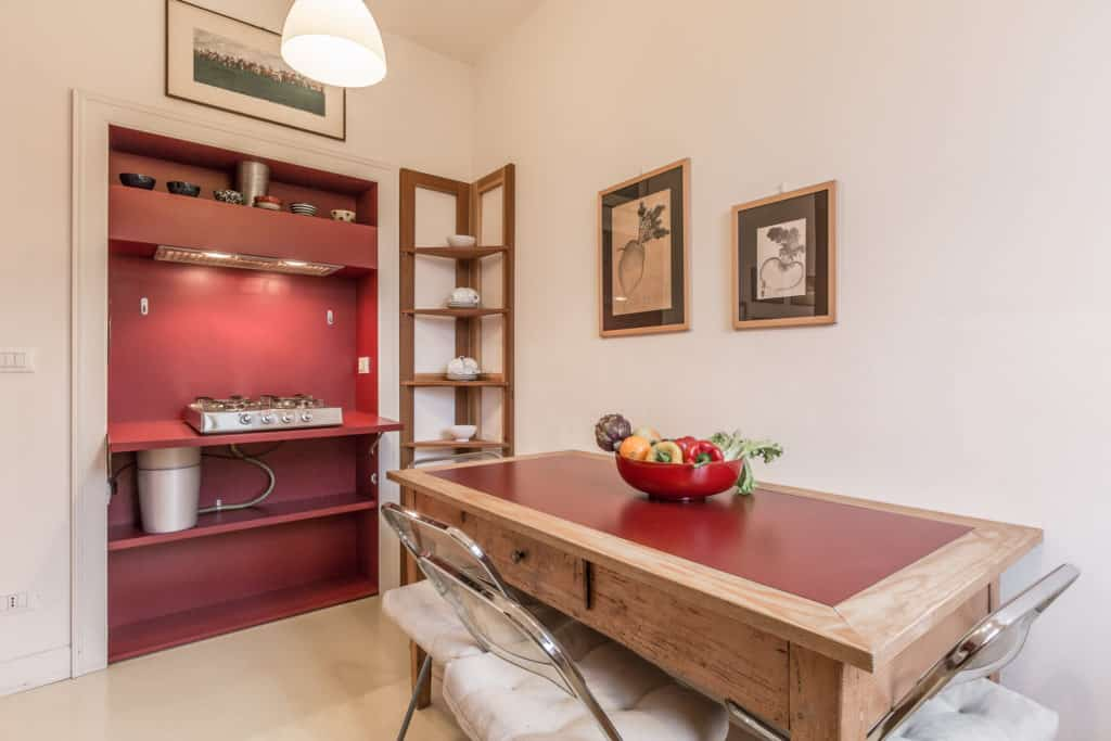 Left view of the luminous small kitchen with large dining table - Santa Marta Apartment