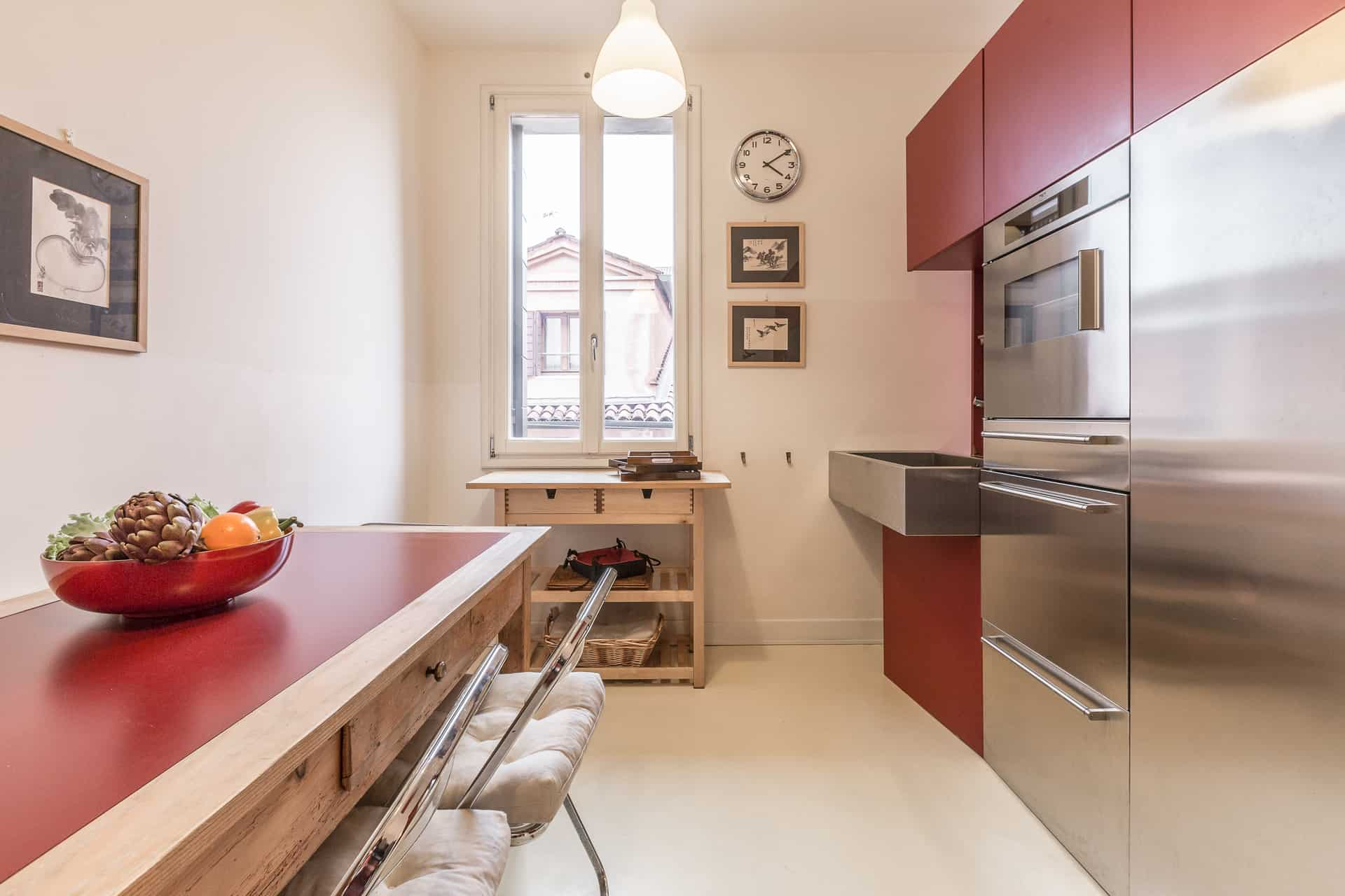 Luminous small kitchen with large dining table - Santa Marta Apartment