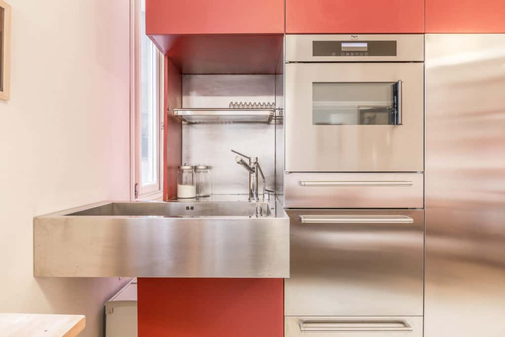 Small kitchen with modern furnishing - Santa Marta Apartment