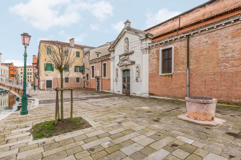 External court with church - Santa Marta Apartment