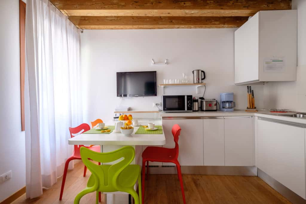 Small kitchen with large dining table - The Lion's 1 Apartment