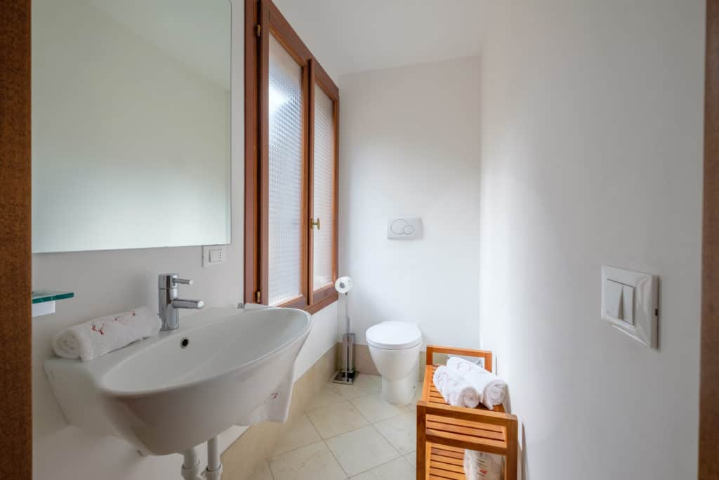 Small bathroom with large window - The Lion's 3 Apartment