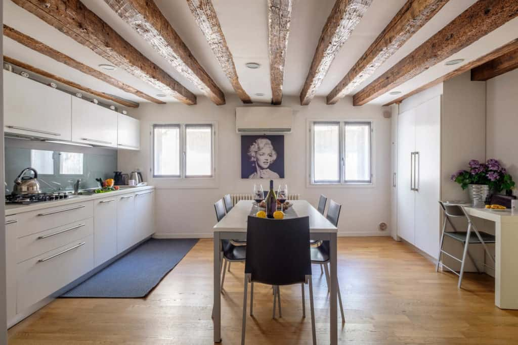 Large open air kitchen and dining room with modern furnishing - The Lion's 5 Apartment