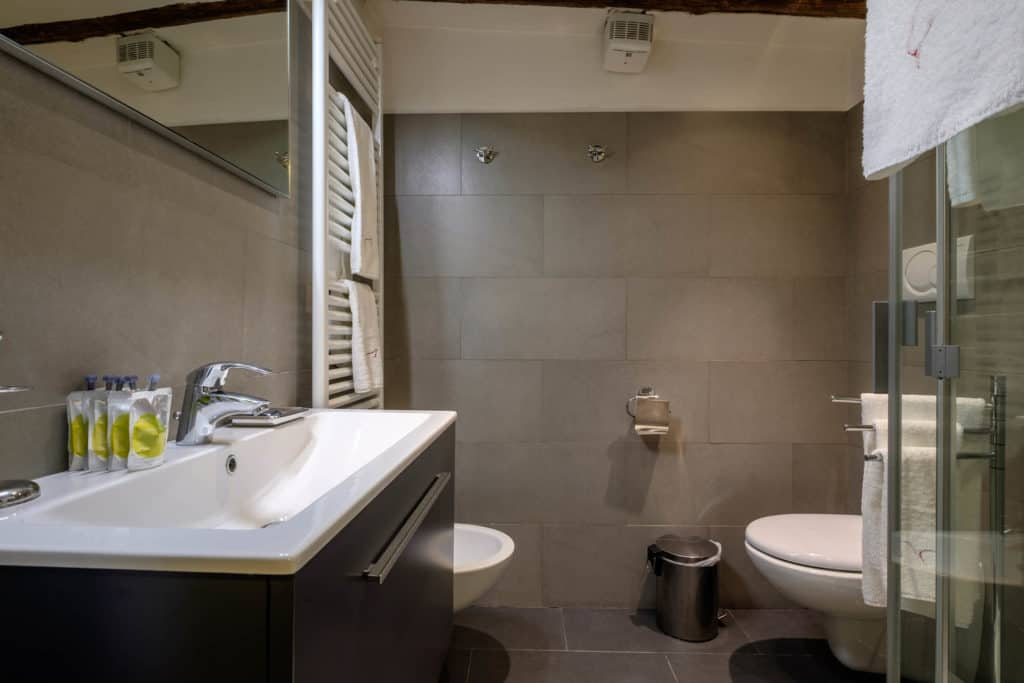 Right view of the small bathroom with modern furnishing - The Lion's 5 Apartment