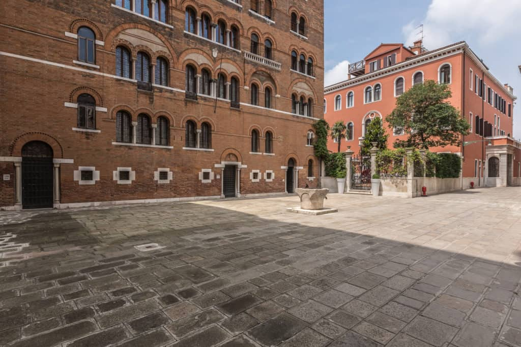 Street view with large court - The Venetian Penthouse Apartment