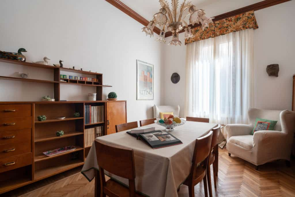 Left view of the luminous dining room - Accademia 2 Apartment