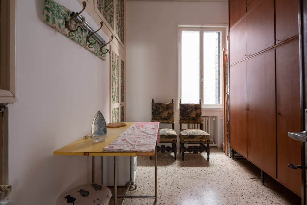 Laudry room with ironing board and large wardrobe - Accademia 2 Apartment
