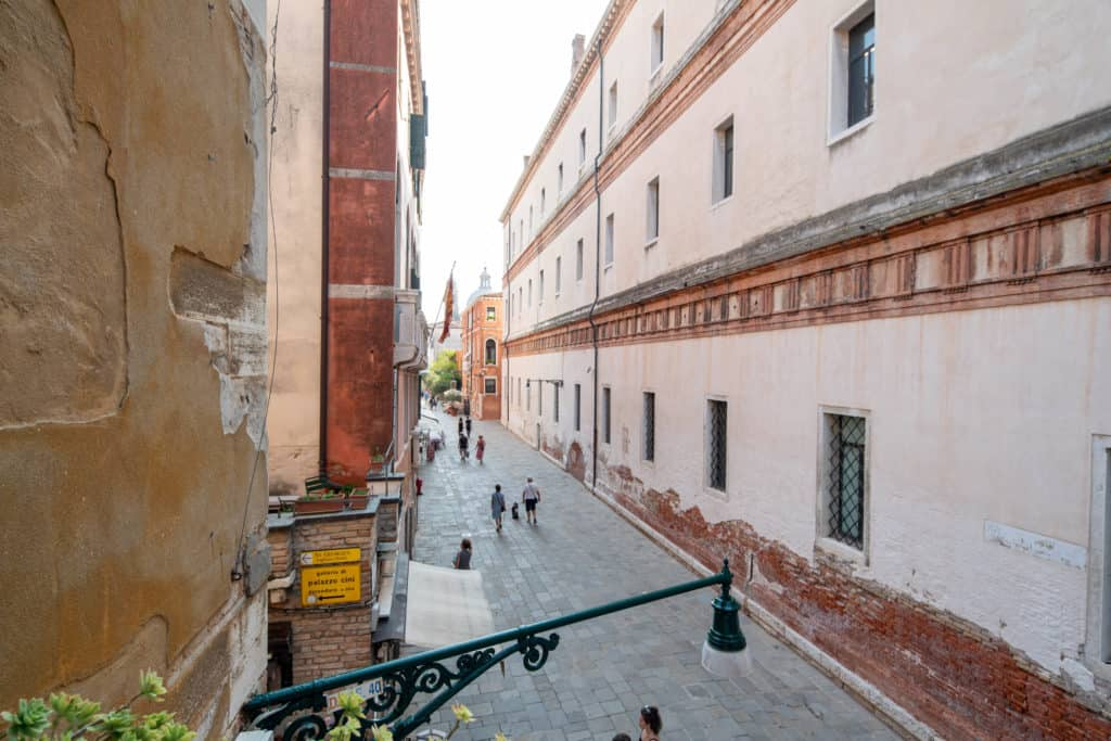 Panoramic street view from the window - Accademia 2 Apartment