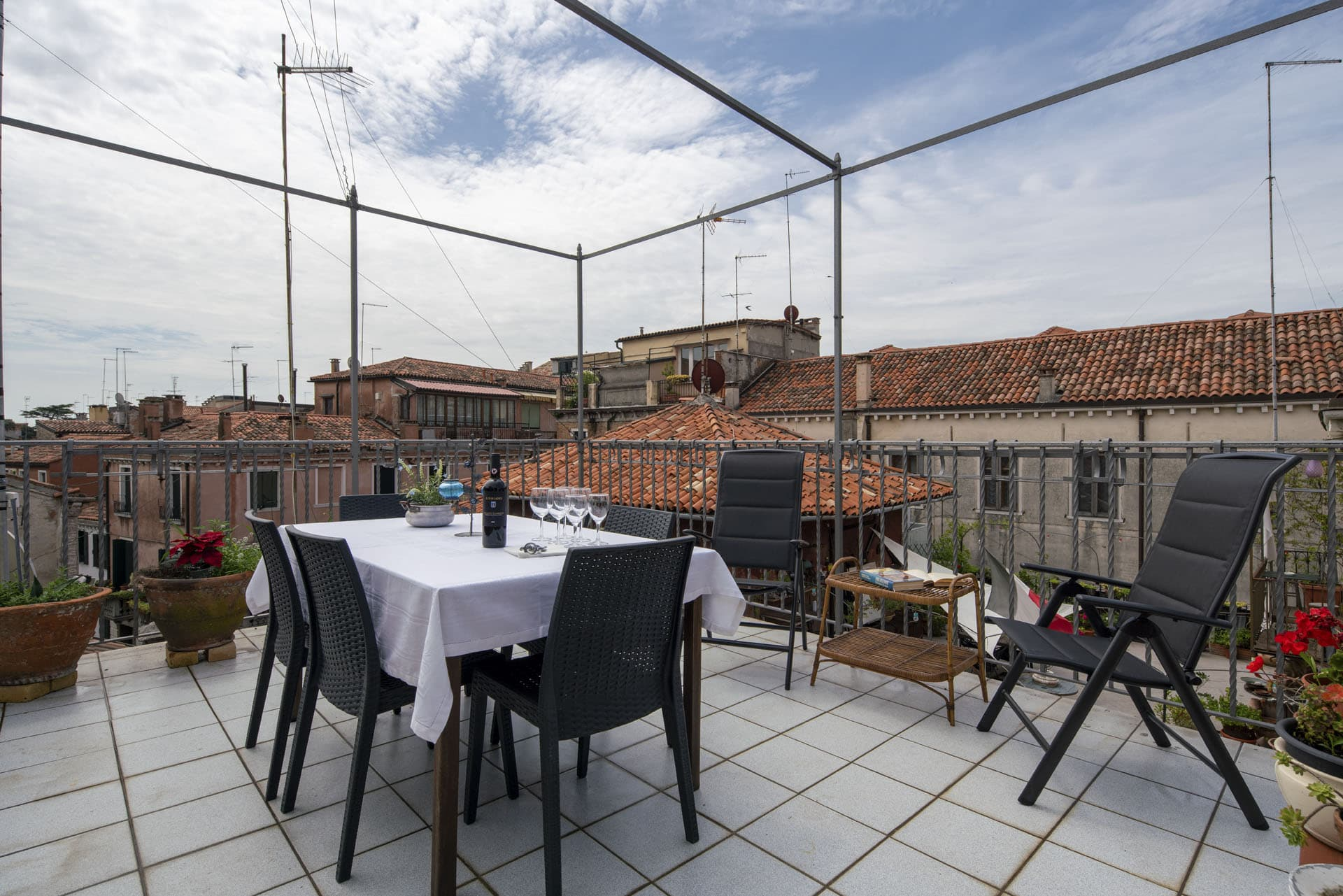 cozy terrace front view - Accademia Liberty Apartment