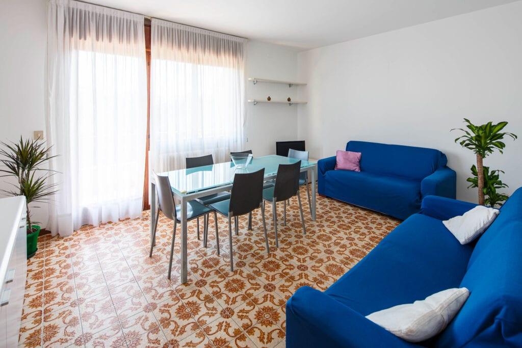 Lightful living room with balcony - Calmo DX 3 Levi Apartment