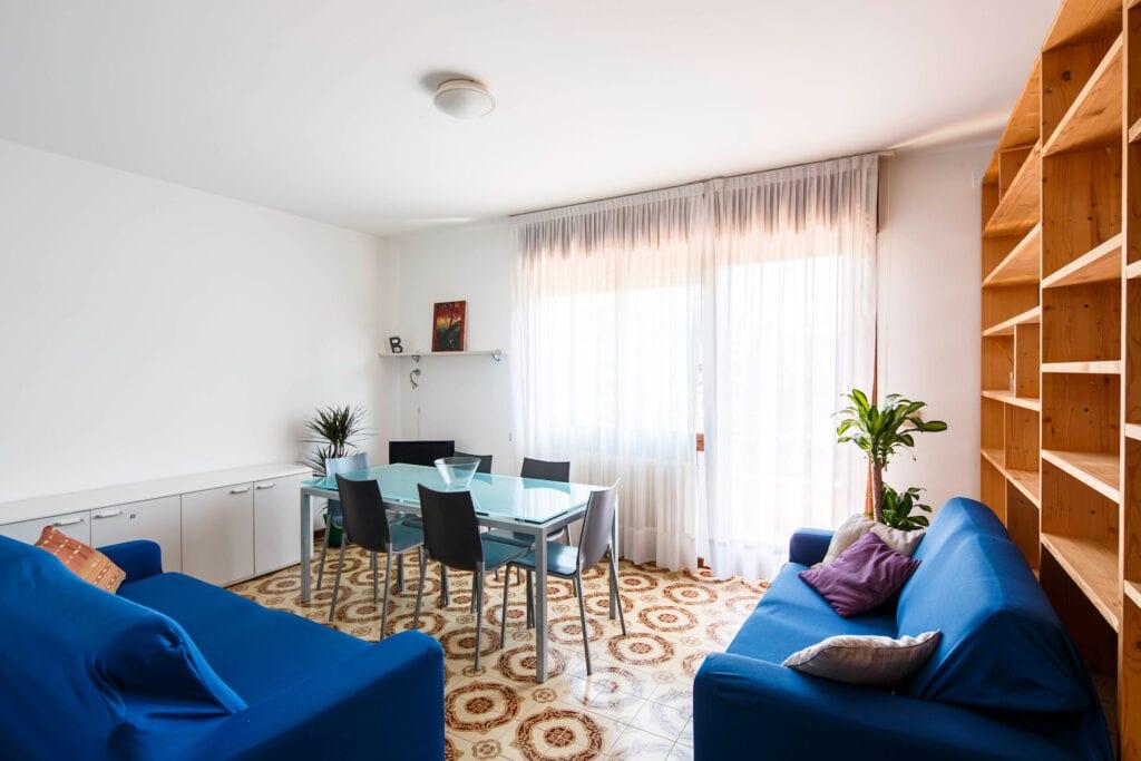 Lightful living room with balcony - Calmo SX 2 Levi Apartment