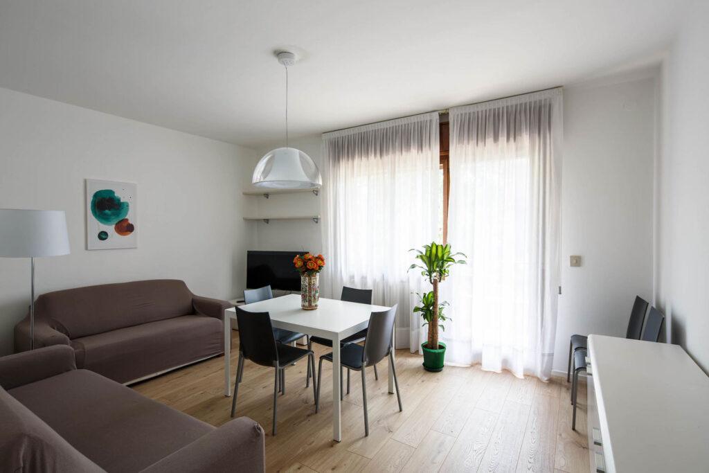Lightful living room with balcony - Calmo DX 1 Levi Apartment
