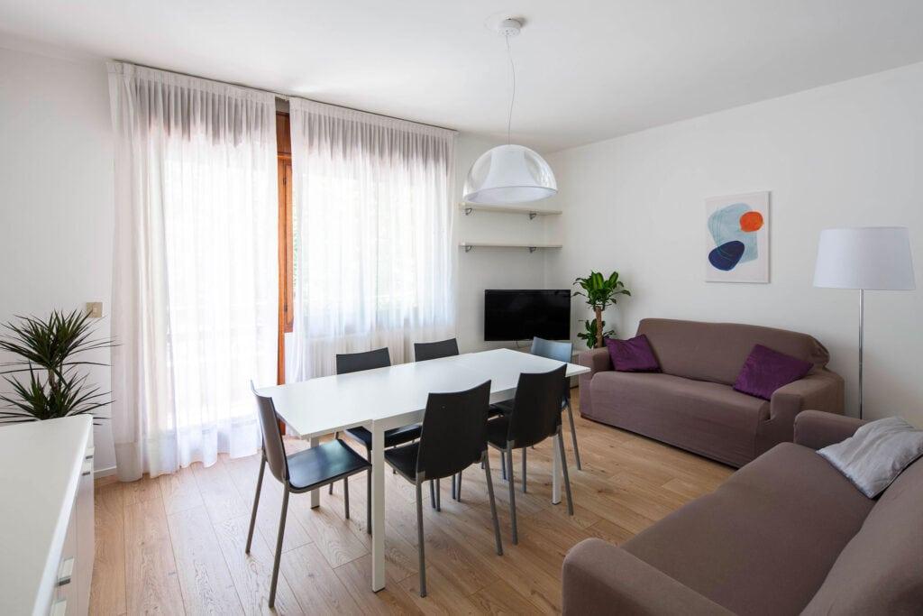 Lightful living room with balcony - Calmo SX 1 Levi Apartment